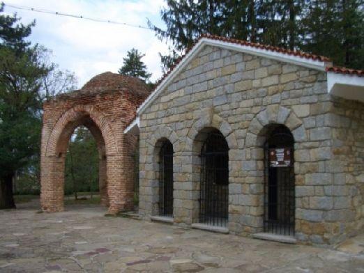 Фракийская гробница в г. Казанлык была обнаружена одним военным, искавшим окоп в 1944 г.