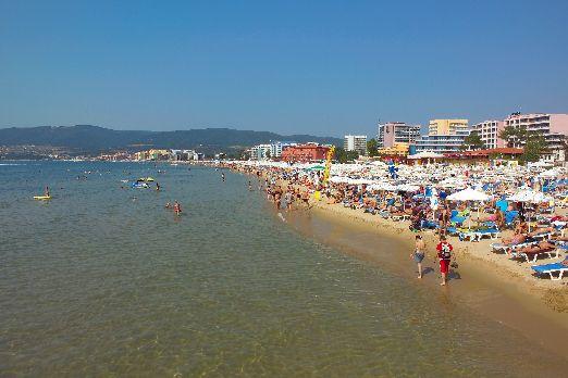 Чистейшее Черное море - вот, что притягивает туристов на Солнечный Берег