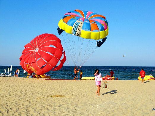 На Солнечном Берегу доступны большинство водных развлечений, включая водные парашюты