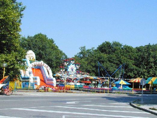 Как и положена для морского курорта в Албене находится луна-парк и другие развлечения для детей