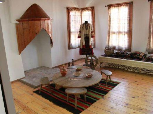 В Несебре есть и археологический, а также этнографический музеи, где экспонируются достаточно интересные древности