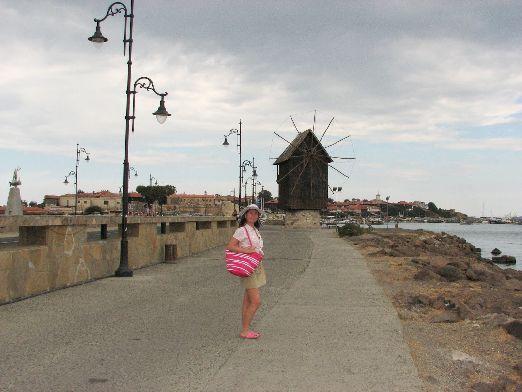 У туристов в Несебре также пользуются такие достопримечательности, как турецкая баня или ветряная мельница