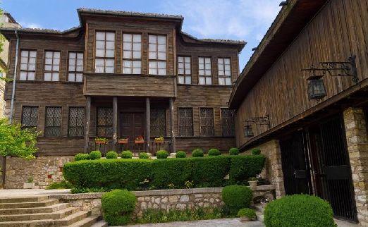 Интереснен для посещения этнографический музей в Варне, где представлено разнообразие культуры и быта Варненского края