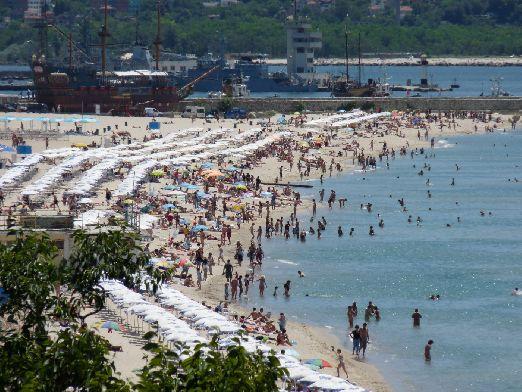 Варна - портовый город, поэтому не может похвастаться отличными пляжами, зато совсем рядом с Варной их предостаточно!