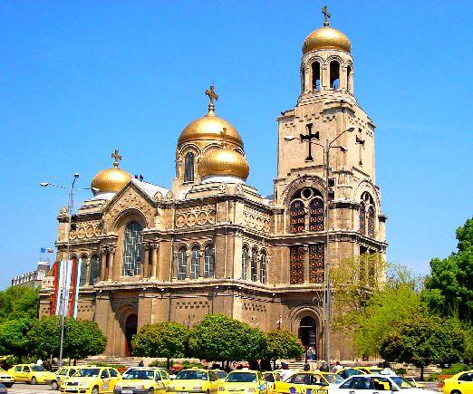 Величественный Успенский собор - одна из главных достопримечательностей Варны