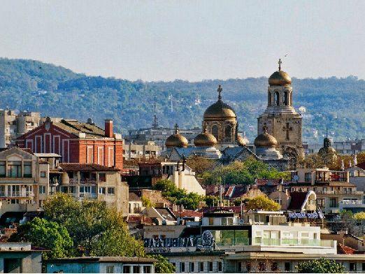 Сейчас же Варна представляет собой весьма притягательный туристический курорт, который становится все более популярным в последнее время.