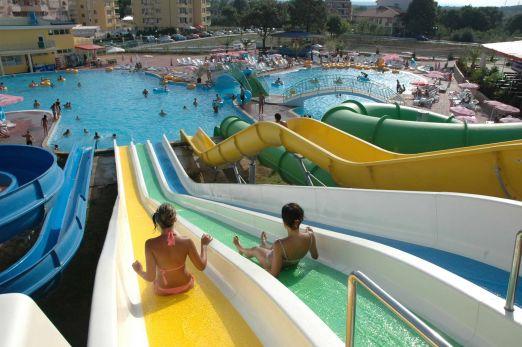 А если вам нужны развлечения, то всего в 6 км на Солнечном Берегу Вас ждет аквапарк и другие развлечения