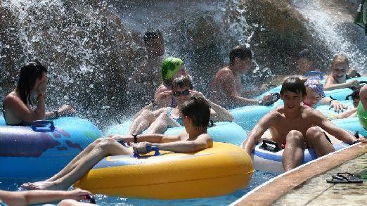 Аквапарк Акваполис это полноценный комплекс водных развлечений, где можно весело провести целый день!