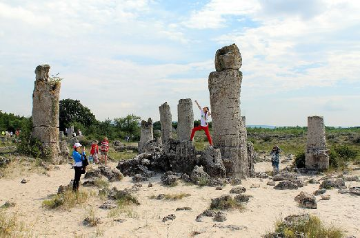 или в заповедник Побитые Камни, что в 15 км от Варны, где Вы найдете впечатляющие каменные фигуры от 1 до 10 метров и диаметром до 3 метров!