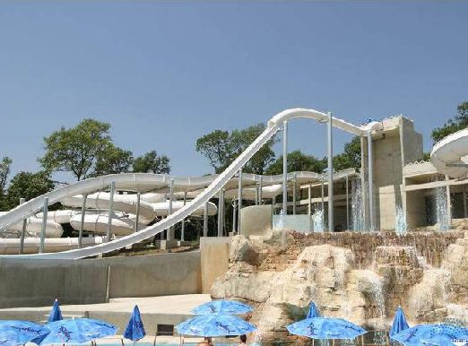 На территории национального природного парка работают водные аттракционы аквапарка «Акваполис», площадь которого равна 40 тысяч кв. м.!